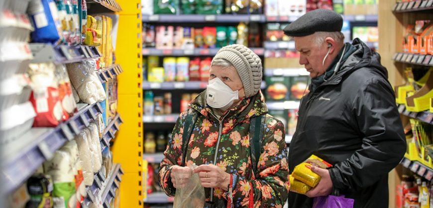 FinExpertiza: сахар в России за год подорожал на 64%, подсолнечное масло — на 26%, крупы — почти на 21%