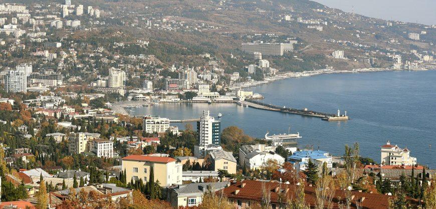Вступил в силу указ Путина о запрете иностранцам владеть землей на большей части Крыма