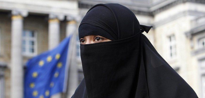 В Швейцарии по результатам референдума запретили ношение паранджи и никабов в общественных местах