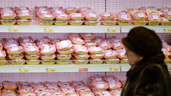 Цены на большинство продуктов в России в марте продолжают расти. Лидером подорожания стала курятина