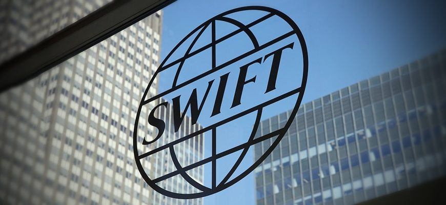 Песков не исключил угрозу отключения России от платежной системы SWIFT