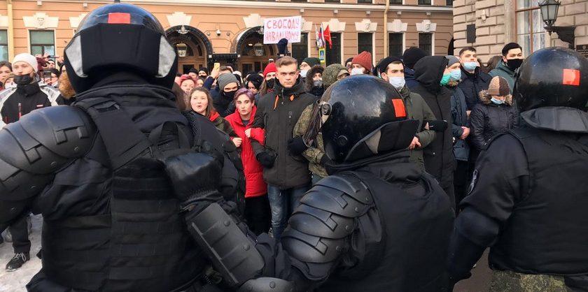Участник акции за Навального получил условный срок за то, что толкнул полицейского на митинге