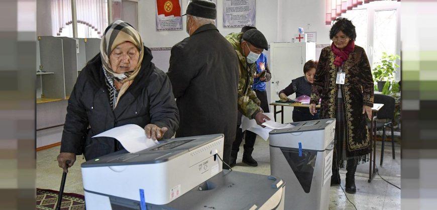 В Киргизии проходит референдум по поправкам в конституцию, расширяющим полномочия президента
