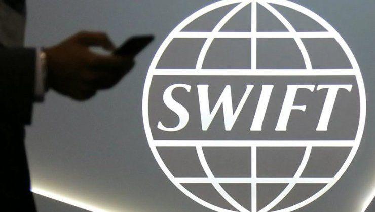 В Европарламенте призвали отключить Россию от SWIFT из-за ситуации с Чехией и Навальным