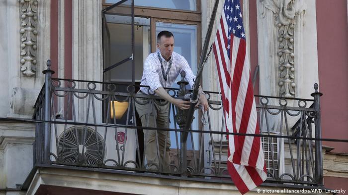Bloomberg сообщил о возможной высылке российских дипломатов из США и санкциях к окружению Путина