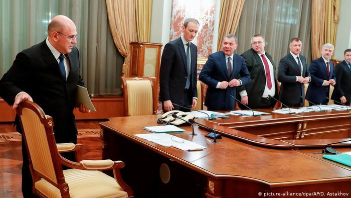 Bloomberg: Правительство РФ обсуждает возможные меры помощи экономике, в том числе — повышение налогов