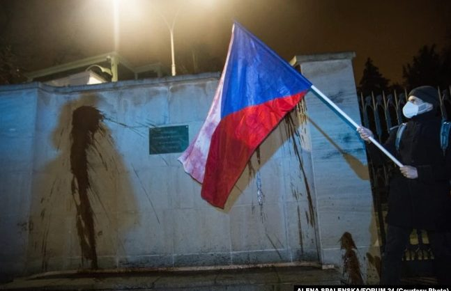 Генконсульство России в Чехии облили кетчупом