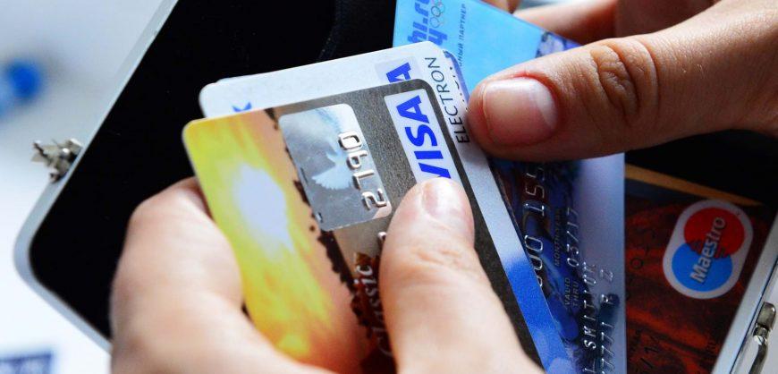 В Кремле допустили, что Россию могут отключить от Visa и MasterCard из-за санкций