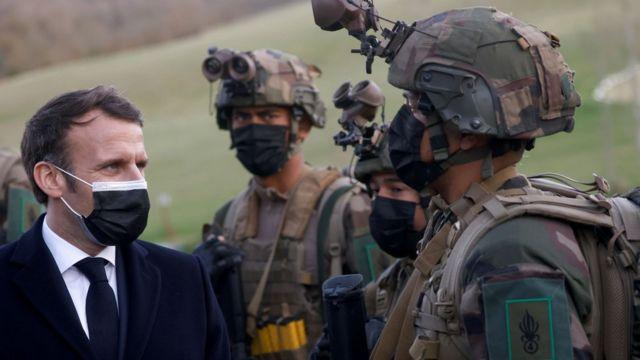 Во Франции более 246 тысяч человек подписали обращение военных к властям