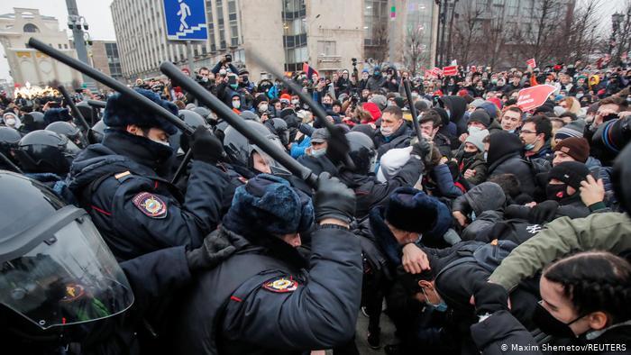 Соратники Алексея Навального отказались от запланированных акций протеста из-за репрессий против протестующих