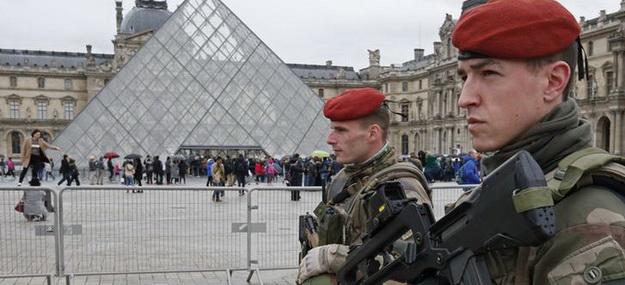 Третье письмо Макрону: отставные полицейские призвали принять меры для «отвоевания страны»