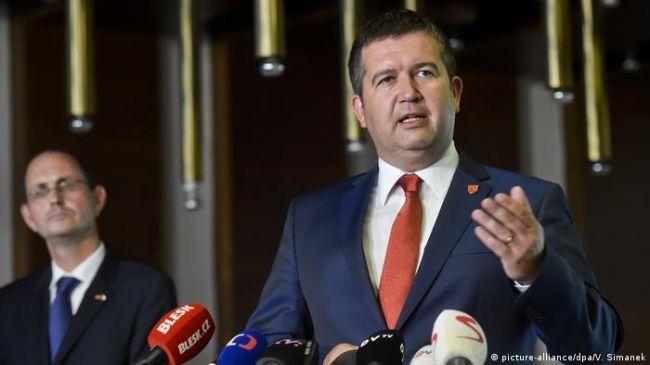 Чешское СМИ узнало, что вице-премьер Гамачек хотел «замять» скандал со взрывами во Врбетице в обмен на поставки «Спутника V»