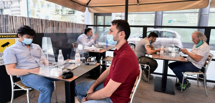 В кафе и рестораны Москвы не будут пускать непривитых от коронавируса