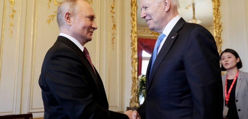Саммит в Женеве: Путин и Байден при встрече пожали руки
