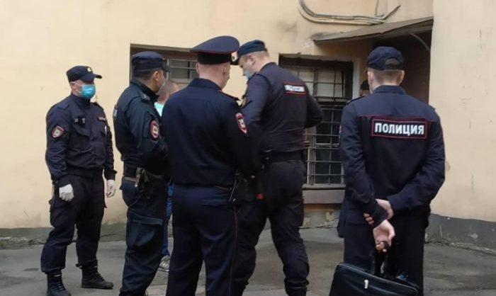 В Петербурге на выставку-аукцион в поддержку политзаключенных нагрянула полиция