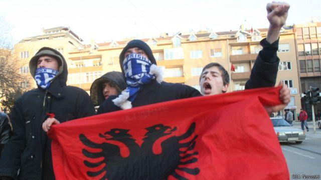 СМИ: десять стран собираются отозвать призвание Косово