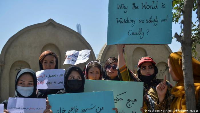 В Кабуле женщины вышли на акцию в защиту своих прав