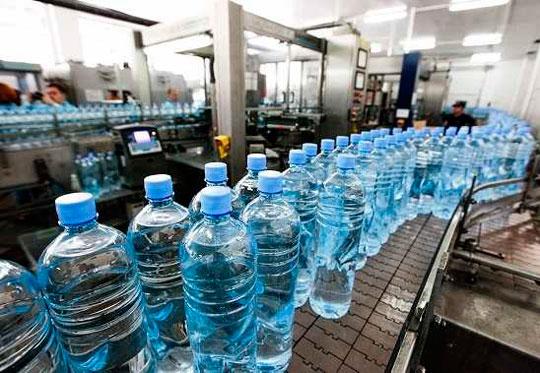 В России хотят контролировать производство минеральной воды от скважины до прилавка