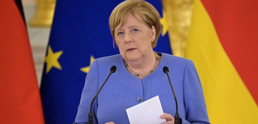 Президент ФРГ попросил Меркель остаться канцлером до формирования нового правительства