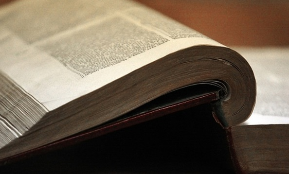Суд в Петербургепризнал экстремистской «Библию Сатаны»