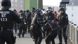 na-akcii-protesta-u-zdaniya-ecb-vo-frankfurte-zaderzhany-okolo-350-chelovek