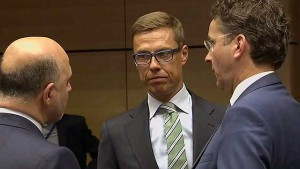 Министр финансов Финляндии Александр Стубб (в центре)