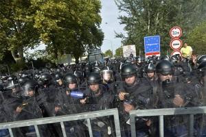 Полицейский заслон от беженцев на границе Венгрии