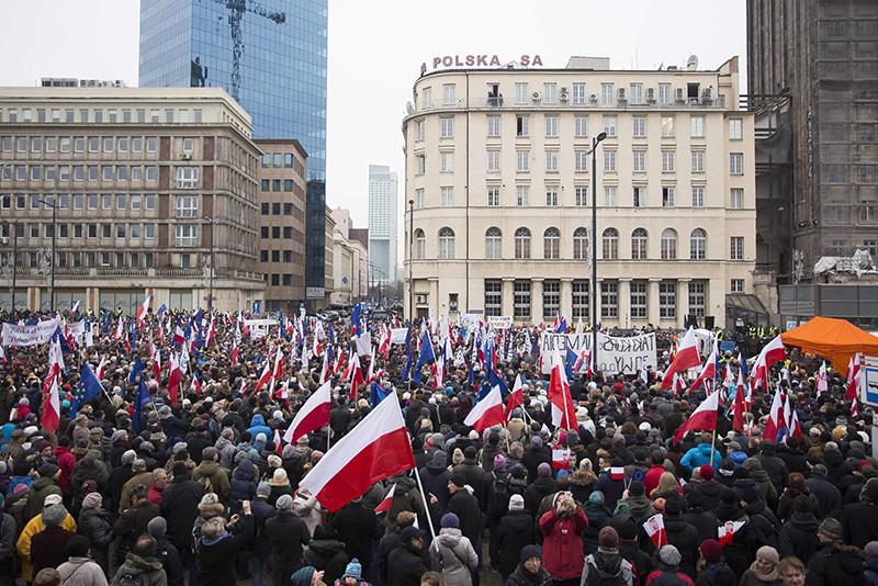 ЕКполучила ответ Польши напросьбу прояснить скандальный закон оКС
