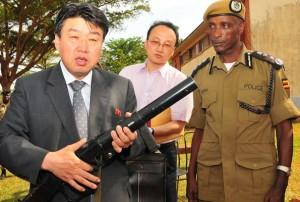 Глава Уганды передает «теплые приветствия» лидеру КНДР Ким Чен Ыну
