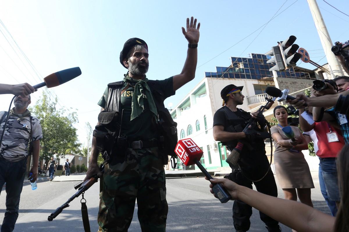 Демонстранты и милиция перекрыли проспект Баграмяна вЕреване