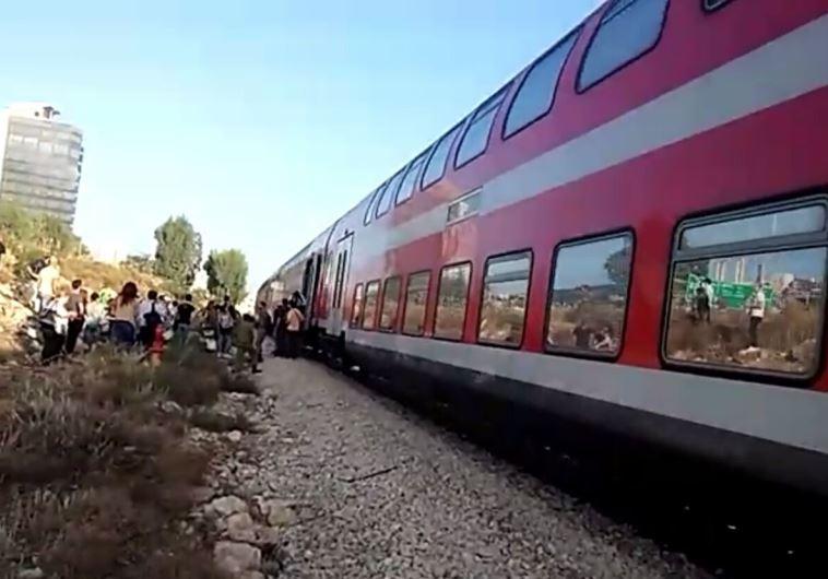Неизвестный спистолетом напал напассажиров поезда вШвейцарии