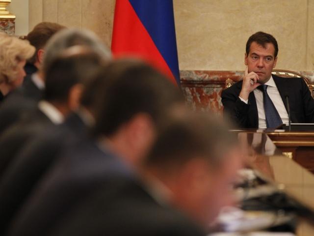 Уровень доверия к русским властям упал вдвое загод,— опрос