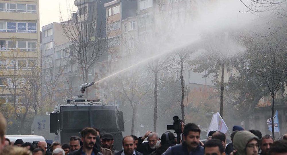 ВСтамбуле разогнали митинг ПДН