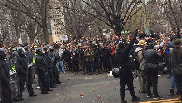 Протестующие вВашингтоне устроили погром перед инаугурацией Трампа