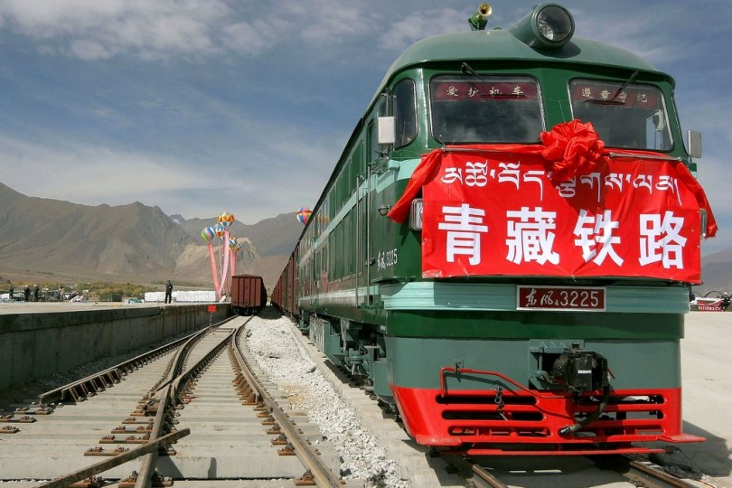 Видео впервый раз вистории поезд изКитая прибыл в Англию