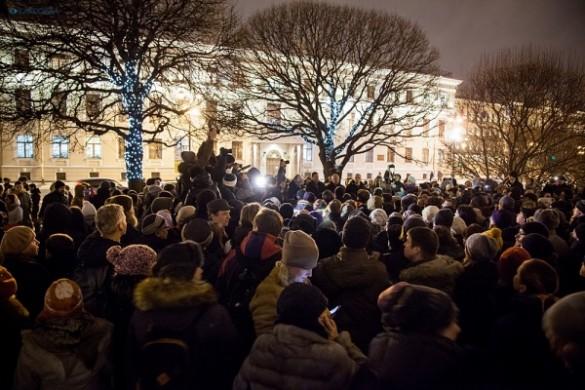 Петербургские народные избранники вынудили себя согласовывать встречи сизбирателями