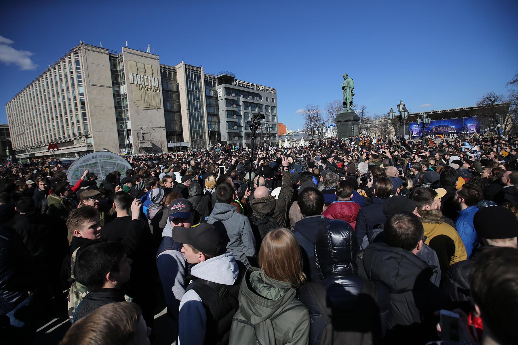 Нанесанкционированном митинге вМоскве пострадал полицейский, возбуждено уголовное дело