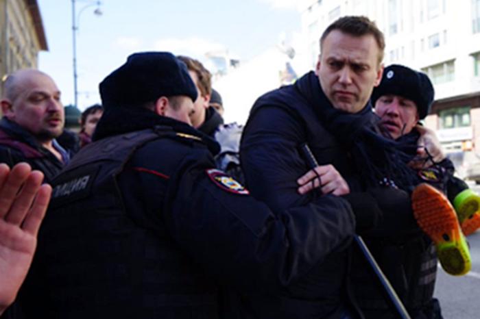 В столице намитинге против коррупции пострадал полицейский