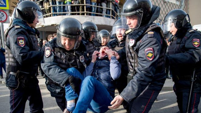 Занападение наполицейского вовремя шествия арестован новый фигурант