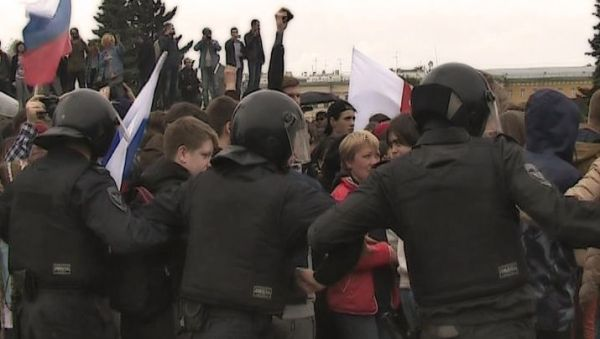 ВПетербурге задержали подростка из-за выбитого зуба полицейскому наантикоррупционном митинге