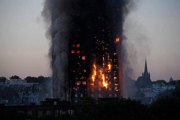 Граждане  Лондона немедленно ответили  нановость острашном пожаре вGrenfell Tower