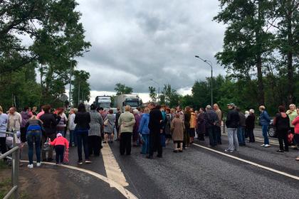 Граждане  Клина перекрыли дорогу  «Россия» ипотребовали включить воду вдомах