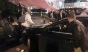 На Невском автомобиль сбил пешеходов