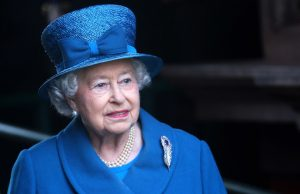Елизавета II намерена отречься от престола
