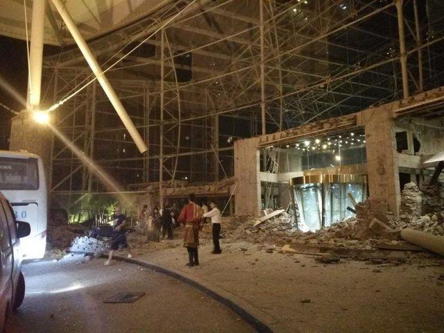 В «Поднебесной» обвалился отель с2 тыс. постояльцев