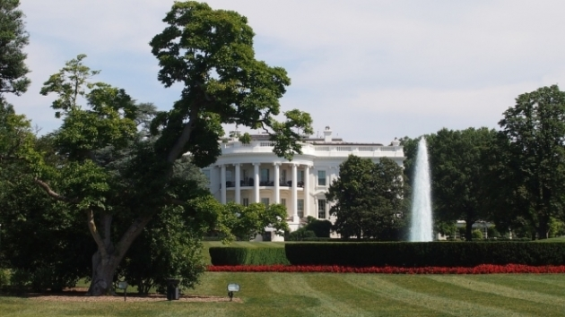 пролетел над Вашингтоном