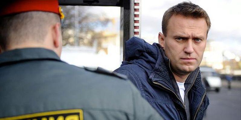 полиция производит задержания сторонников Навального