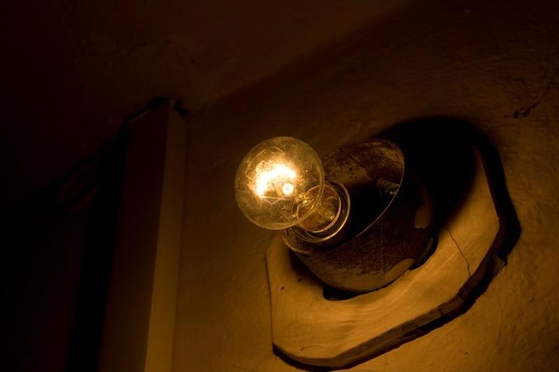 ограничить мощность выпускаемых ламп