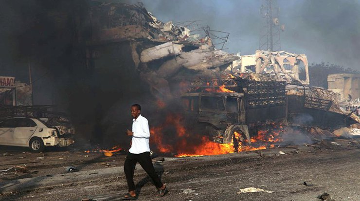 в результате взрыва в Сомали
