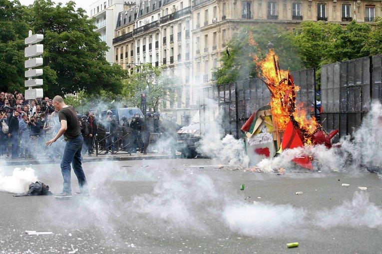 против реформ президента Франции